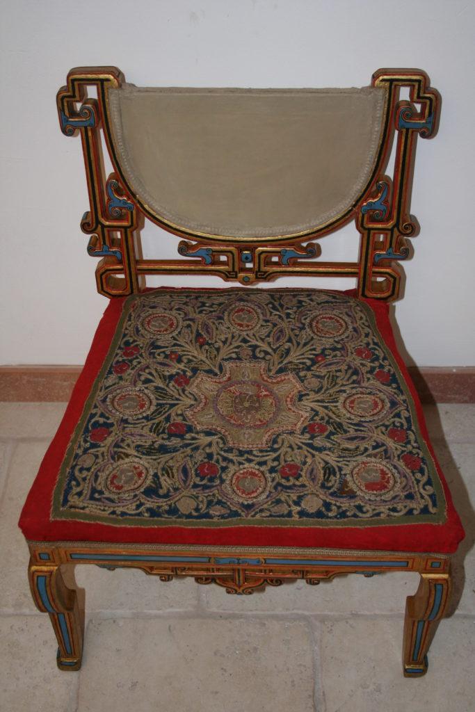 Restaurierung von Kunstobjekten, Tibet, Dalai Lama's Kinder Sessel aus Holz und Textilien, 19. Jahrhundert