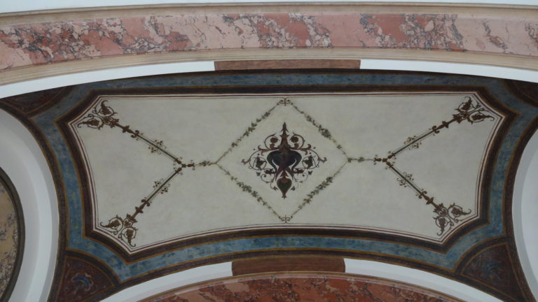 Nach Restaurierung, neoklassische Deckenmalerei des 20. Jahrhundert