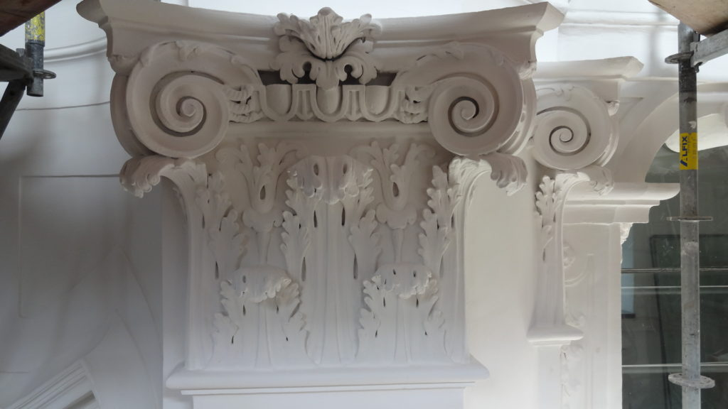 Restaurierung von Architekturoberflächen, Stein Kapitelle Kirche St. Leopold, Wiener Neustadt NÖ für Restaurator Heinz Meissnitzer, 20. Jahrhundert